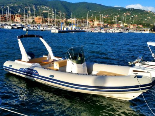 Capelli Tempest 770 in Split for hire