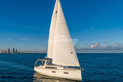 Charter Sailing yacht Beneteau Oceanis 38 Miami