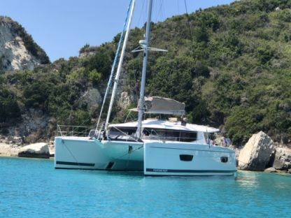 Location Catamaran Fountaine Pajot Hélia 44 Bonifacio