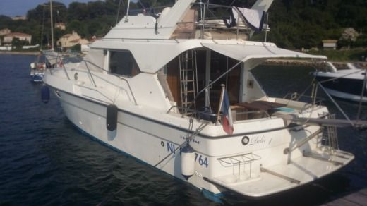 Motorboat Fairline 360 Fly for hire