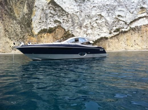 Motorboat Blu Martin Db 58 Custom for hire