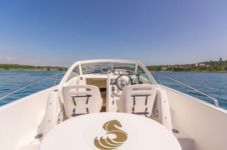 Motorboat Beneteau Ombrine 700 for hire
