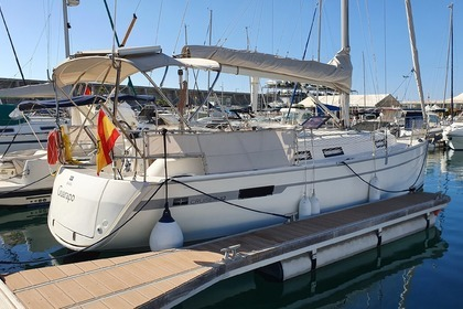 Rental Sailboat BAVARIA 32 Cruiser Málaga