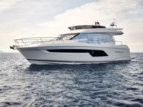 Rental Motorboat Prestige 520 Fly Podstrana