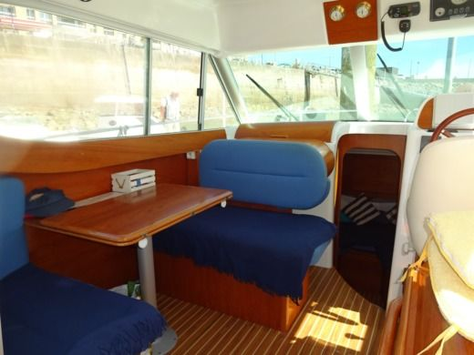 Motorboat Jeanneau Merry Fisher 805 for hire