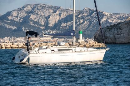 Rental Sailboat Jeanneau Sun Odyssey 32.2 Marseille