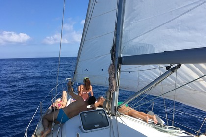 Rental Sailboat Beneteau Oceanis Clipper 411 Aeolian Islands