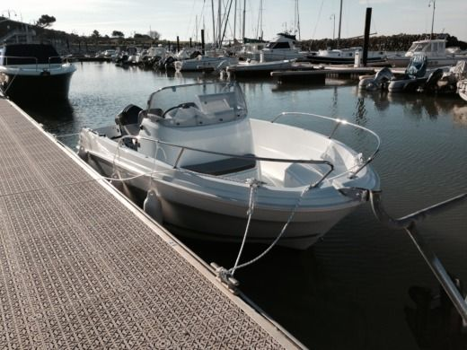 Motorboat Jeanneau Cap Camarat 5.5 Cc Style 2 for hire