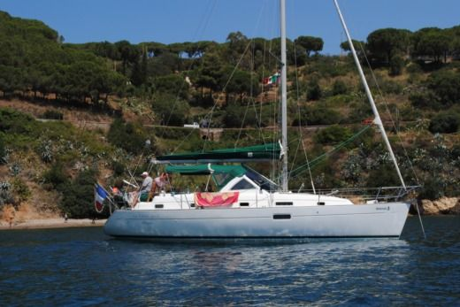 BENETEAU OCEANIS 36CC in Nice peer-to-peer