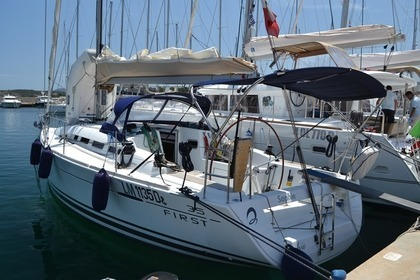 Hire Sailboat BENETEAU FIRST 3.5 Portisco