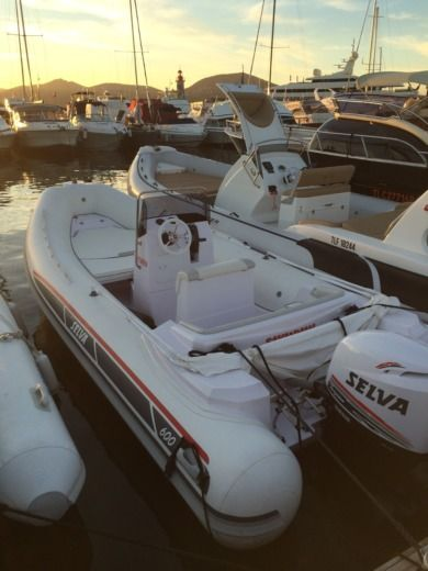 Salva Salva 600 : 1 X 115 Hp in Saint-Tropez for hire