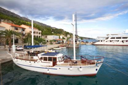 Charter Sailboat Wooden Boat 12 Omiš