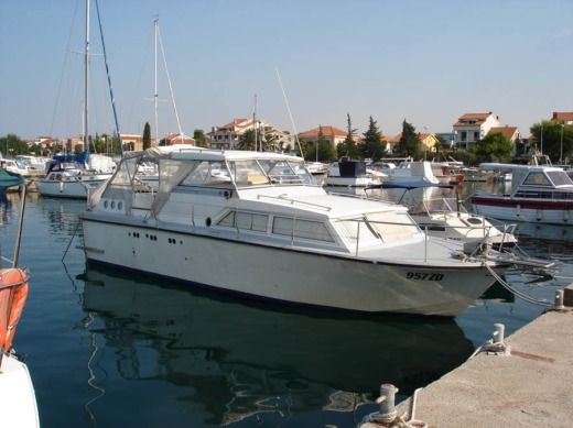 Charter motorboat in Zadar peer-to-peer