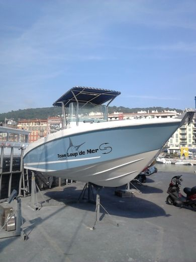 Charter motorboat in Nice peer-to-peer