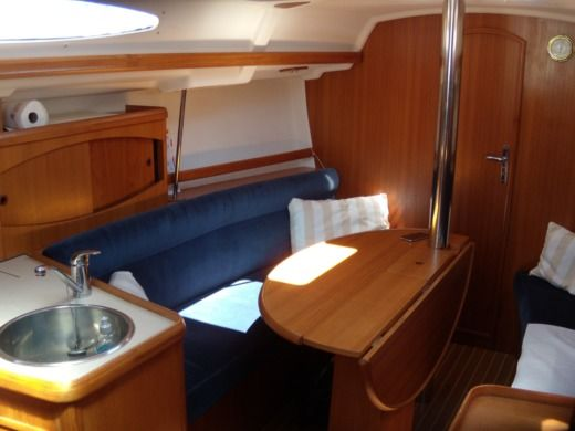 Sailboat Jeanneau 32.2 for hire