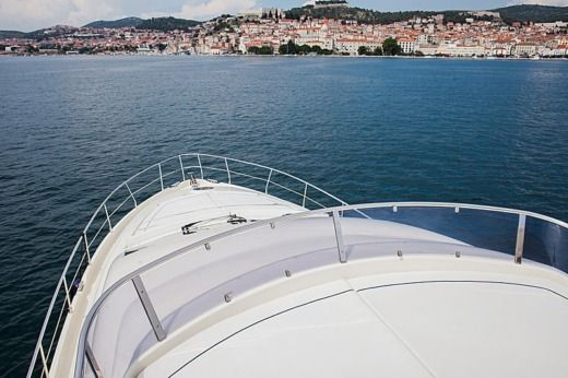 Charter motorboat in Šibenik peer-to-peer