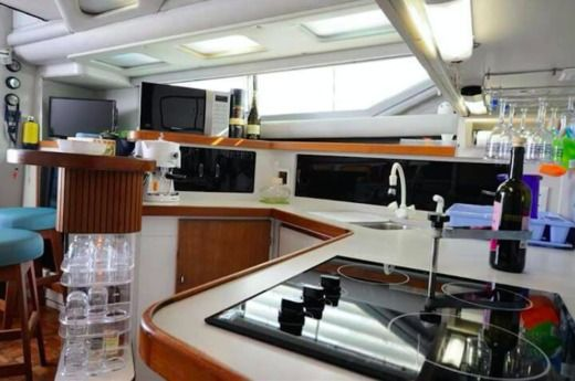 Motorboat American Cruiser 42.80 Flybridge for hire