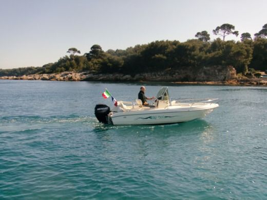 Charter motorboat in Juan les Pins