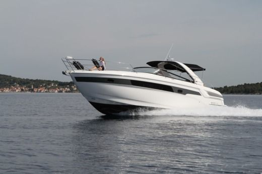 Motorboat Bavaria 39 Sport for hire