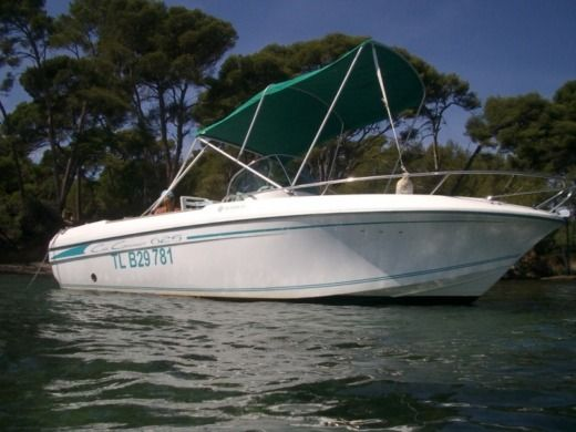 Motorboat Jeanneau Cap Camarat 625 for hire