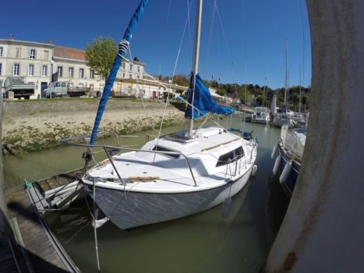 Charter sailboat in Mortagne-sur-Gironde peer-to-peer