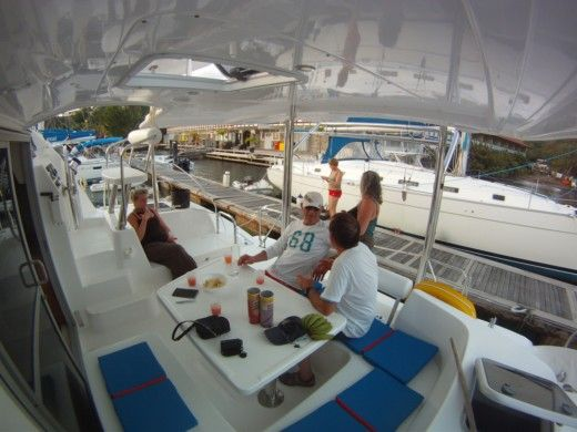 Catamaran Robertson And Caine Léopard 38 peer-to-peer