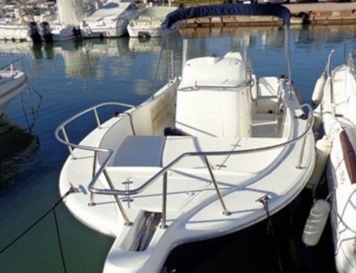 Kelt White Shark 225 a Marseille tra privati