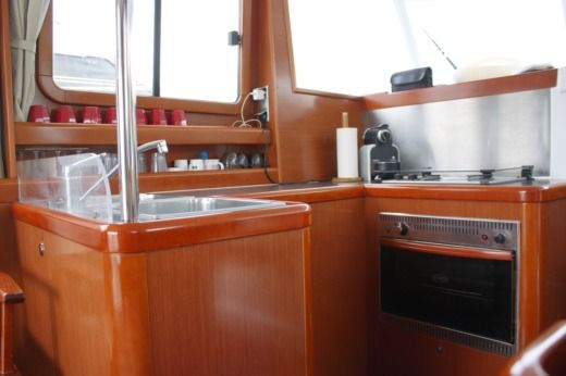 Beneteau Swift Trawler 34 in Saint-Mandrier-sur-Mer for hire