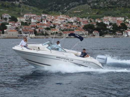 Charter motorboat in Bol peer-to-peer