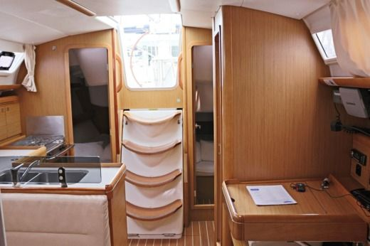 Sailboat Jeanneau Sun Odyssey 36i peer-to-peer