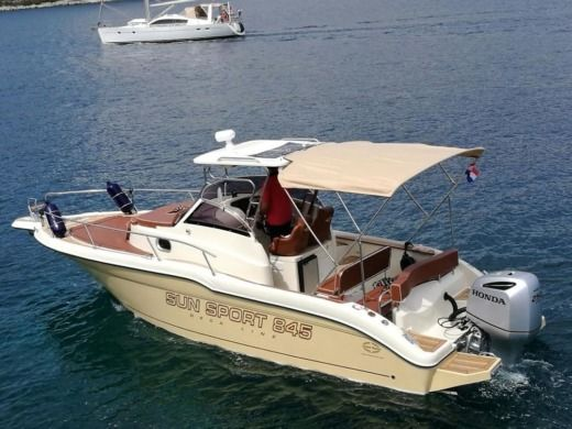 Motorboat Inmark Marine Sunsport 845 for hire