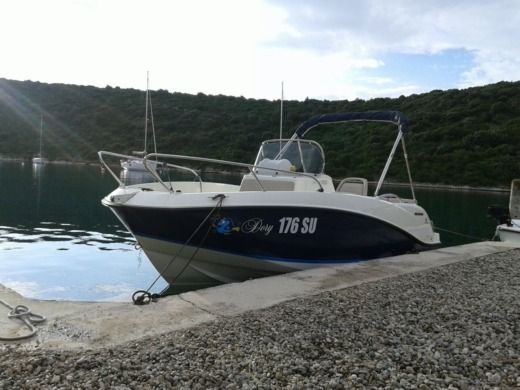 Charter motorboat in Povlja peer-to-peer