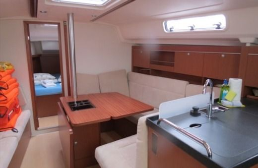 Hanse Yachts Hanse 385 in Kaštel Gomilica for hire