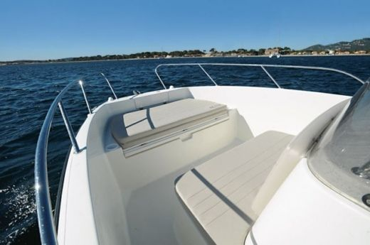 Motorboat Quicksilver 675 Open ACTIV for hire