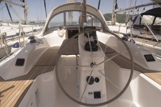 Bavaria 33 Cruiser in Komilio for hire