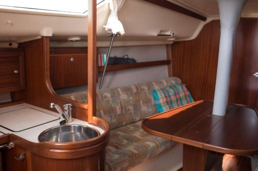 Sailboat Dehler Dehler 33 Cruising peer-to-peer