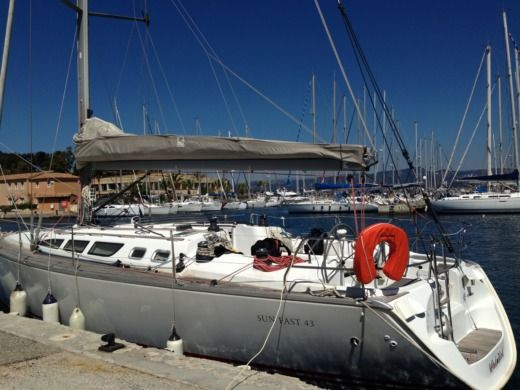 Jeanneau Sun Fast 43 in Bandol peer-to-peer