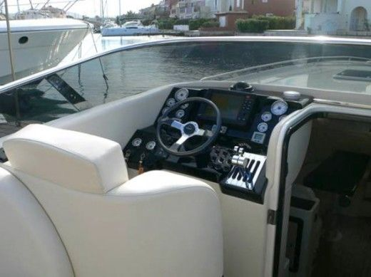 Motorboat Performance Marine 1107 for hire
