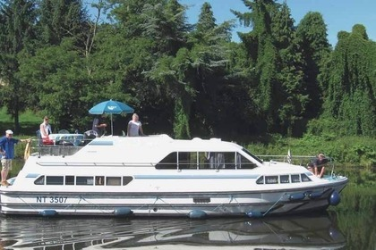 Charter Houseboat PENICHE CRUSADER Chertsey