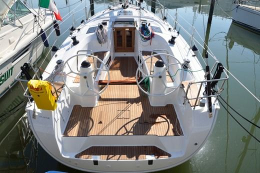 Bavaria 40 Cruiser Sport in Les Pieux for hire