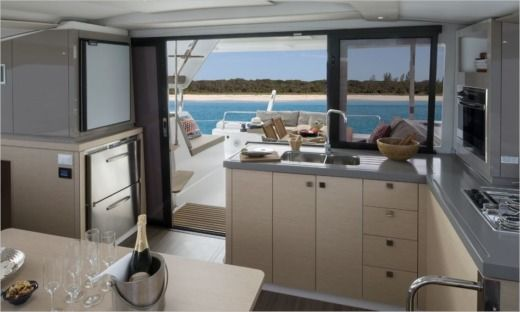 Catamaran Fountaine Pajot Lucia 40