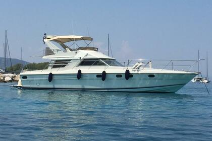 Charter Motorboat Fairline Squadron Athens