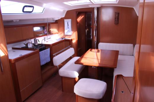 Beneteau Oceanis 43 in Ajaccio peer-to-peer