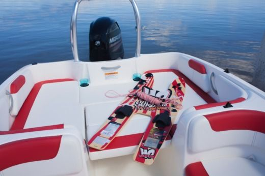 Motorboot BAYLINER ELEMENT XL zu vermieten