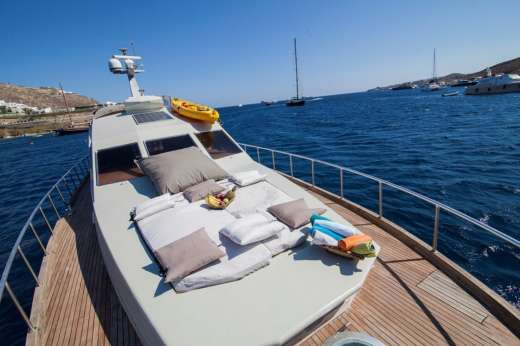 Charter Motorboat Maiora Fly Mykonos