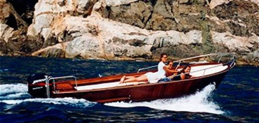 Charter motorboat in Girona peer-to-peer