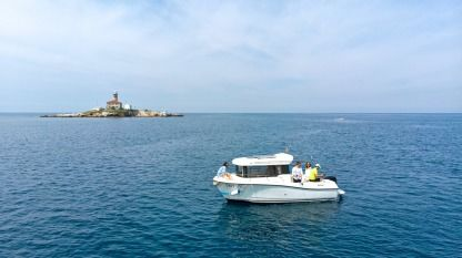 Charter Motorboat Quicksilver 605 Pilothouse Rovinj