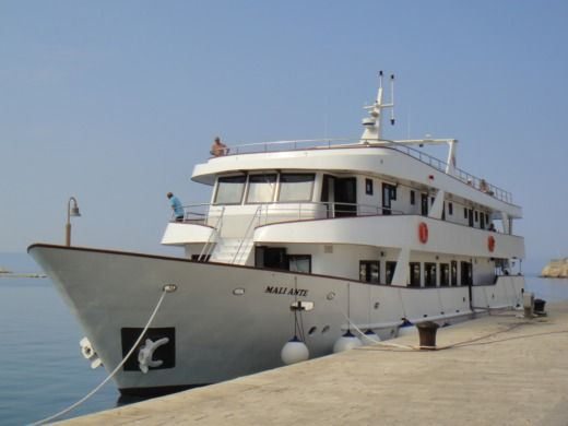 Charter motorboat in Dubrovnik