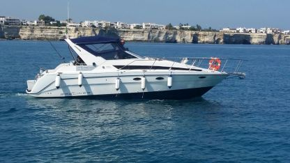 Rental Motorboat Bayliner 3055 Sunbridge Melendugno