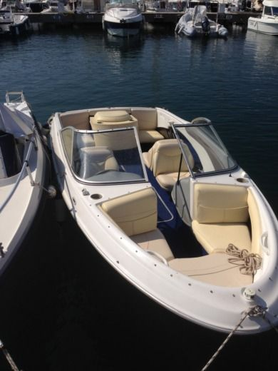 Motorboat Bayliner Capri for hire